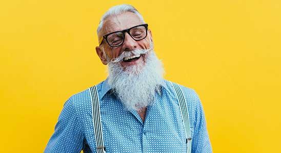 Nyugdíj számítás, elégedett nyugdíjas férfi